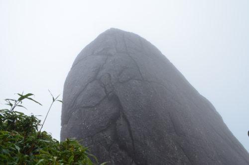 面白い形の岩