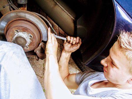 自動車,ブレーキ,点検,修理,メンテナンス